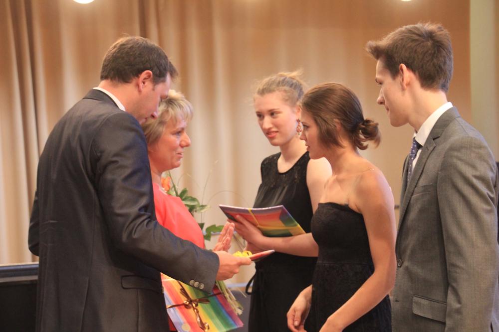 Feierliche Auszeichnung durch den FV während der Abiturzeugnisübergabe